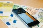Smartfon na banknotach